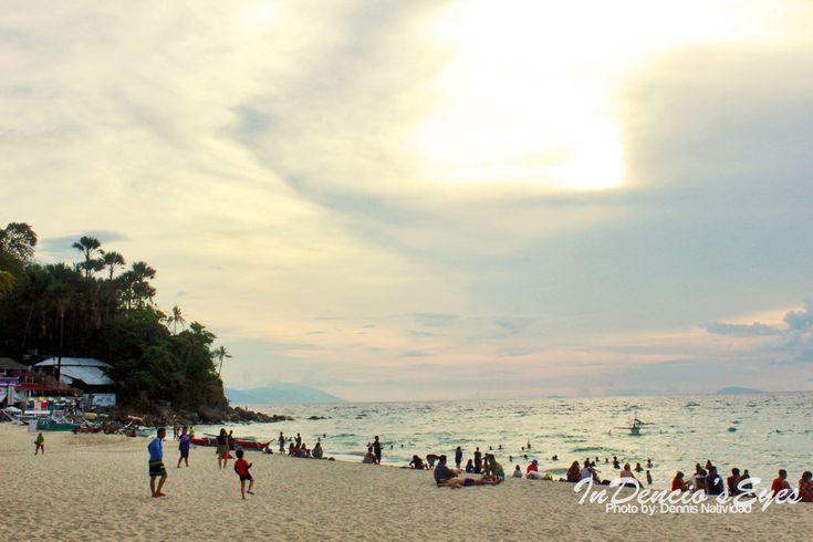 White Beach Puerto Galera by iamdencio
