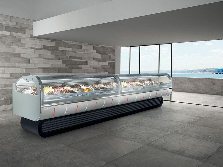 LINDA è una vetrina professionale ad esercizio continuo, prodotta nella versione per gelateria e pasticceria. Una line moderna che si adatta bene ad ogni arredamento; la sua originale base la fa sembrare una grande credenza tecnologica.