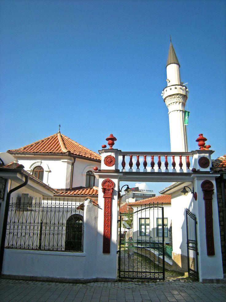 Moske - Mosque   Der er også flere moskeer i Ohrid. Makedonien har et stort albansk mindretal, hvoraf de fleste er muslimer.  There are also several mosques in Ohrid. Macedonia has a sizeable Albanian minority of which most are Muslims.
