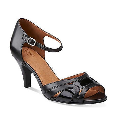 Womens Clark Beige Patent Leather Shoe