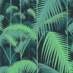 On adore ce papier peint aux motifs plantes pour rebooster une pièce. Plus de conseils décoration pour une maison cosy sur le blog#sweethomesmartlife - #home #interiordesign #wallpaper #pattern #jungle
