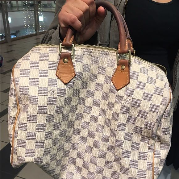 Louis Vuitton Speedy 30 Damier 100% Authentic Louis Vuitton speedy 30 Damier really good condition 100% Authentic. It's been used for a while but still has tons of life left piping is perfect *no lock... Made in 2006 Louis Vuitton Bags