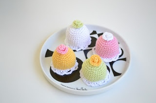 FREE Mini Princess Cake Crochet Pattern and Tutorial - Gratis mönster på virkad prinsesstårta