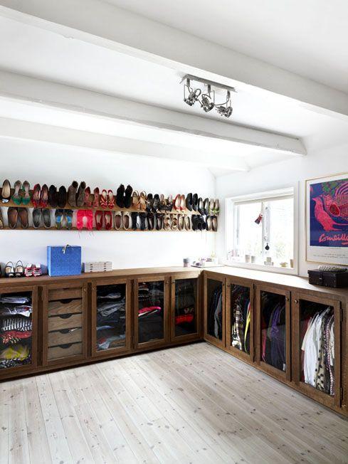 Unique way to organize closet. interior design - stinelangvad