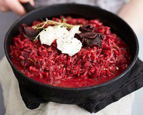 Hienoksi raastettu punajuuri porisee kypsäksi samassa ajassa kuin riisi. Siksi helppo punajuuririsotto on kauden lempiruoka!