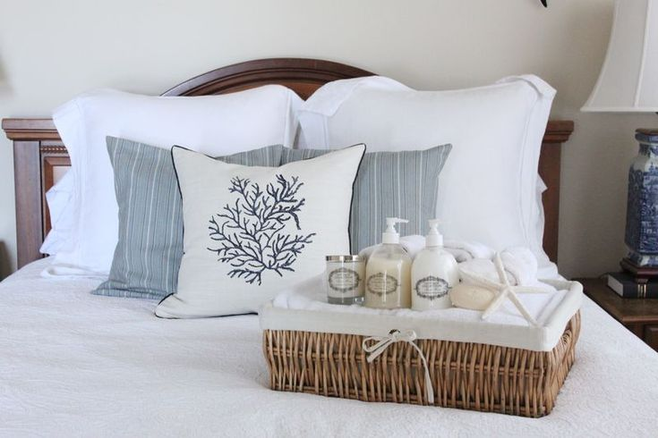 Great idea for a guest bedroom.  Basket filled with white towels, wash cloths, soaps, lotion, and scented candle..touch of the sea too