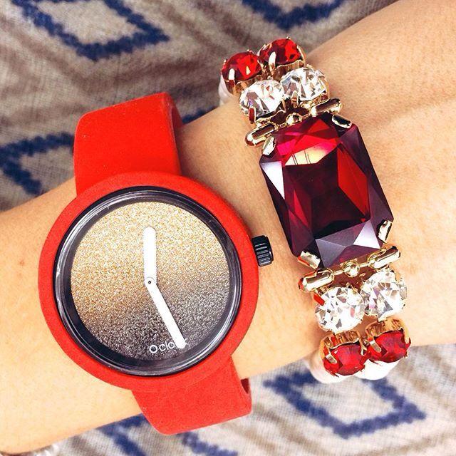 Fullspot O'clock Kırmızı ve Siyahın uyumu  https://www.luxvitrin.com/reyon/fullspot-oclock-saat/tumu