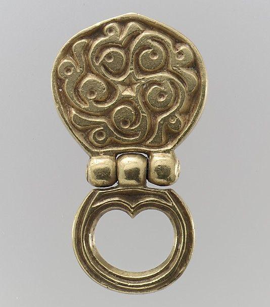 Gold Belt Mount w/ loop, 8th century, Avar