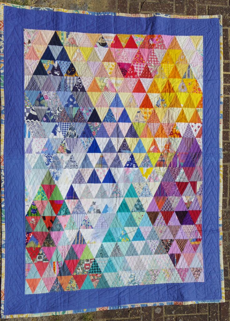 Mountains, Thousand pyramids, Karin Emborg Gjersøe, 1993. Handpieced and quilted.