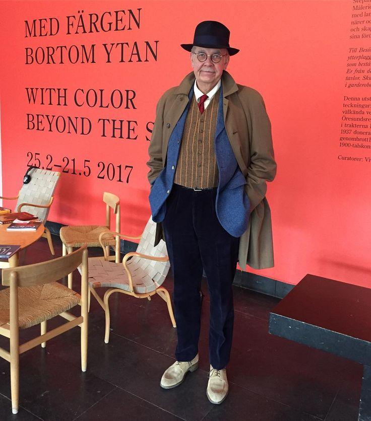 Ser färgstarke Carl Kylberg på Malmö Museum. #vintagefashion #vintage #welldressedman #welldressed #menwithstyle #malmöhus #malmömuseer #carlkylberg #waistcoat #vest #vintagecoat #secondhand #secondhandfashion #vintagehat #dandy #dapper #welldressedman #vintagemannen