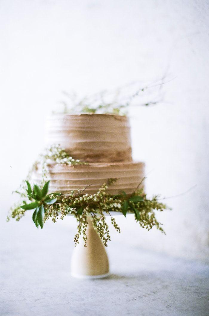 A gorgeous, naturalistic wedding cake