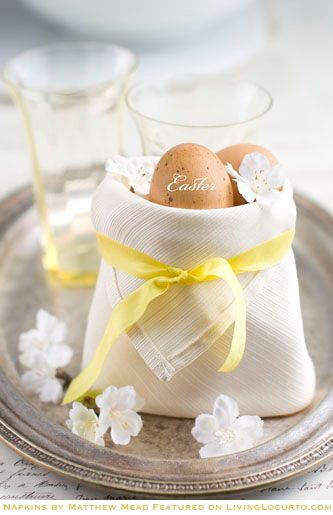 Fantastic fillable pouch napkins by Matthew Mead. They are a perfect way to deliver Easter treats! Matthew turned a simple cream-colored linen dinner napkin into a beautiful creation! Enjoy this simple how-to fold a napkin pouch tutorial.