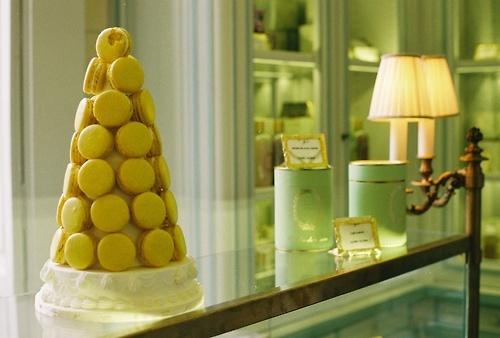 Laduree, Paris: The Macaron, Cakes Showroom, Cakes Shops, Sont Parfait, Macaron Sont, Macaron Mad