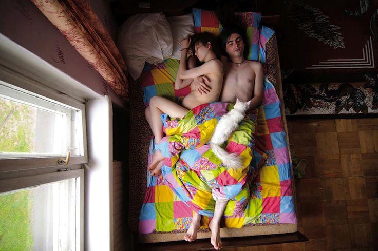 Bored Panda- Intimate Portraits of Sleeping Pregnant Couples by Russian Photographer Jana Romanova