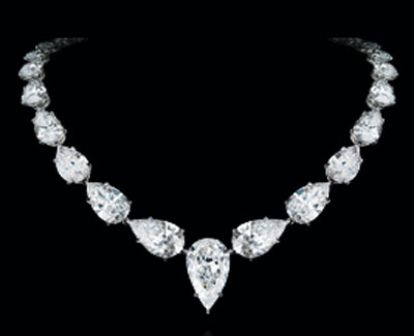 You should try wearing on one of these following most expensive jewelry in the world. For women, jewelry is a precious item which can increase the prestige. One of you will dare to earn much money to buy the most expensive jewelry in the w
