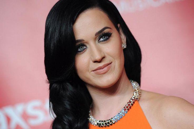 Katy Perry joue à la dame Météo et s'y perd !
