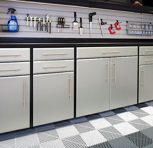 These #cabinets with brushed aluminum drawer and door fronts are a great  way to customize