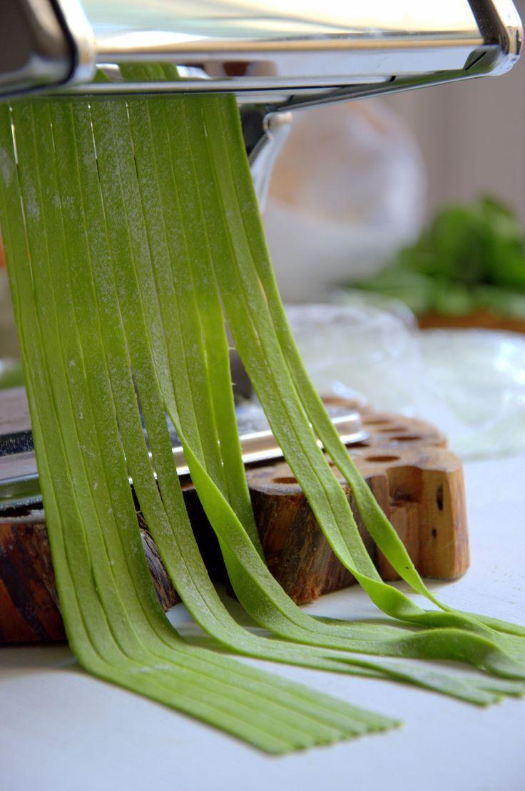 Tallarines de pasta fresca de espinacas. Receta paso a paso.