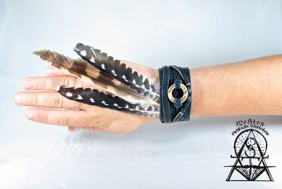Yuft leather bracelet with a deer antlers deco.