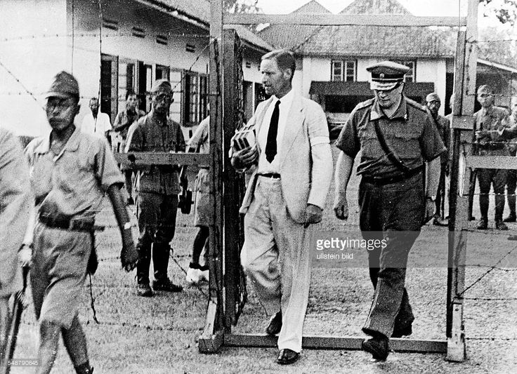 World War II in the Dutch East Indies After the Dutch surrender to Japanese troops and the handing-over of Java: von Starkenborgh, Dutch Governor-General, and major general Ter Poorten entering a Japanese internment camp - 1942 - Vintage property of ullstein bild. News Photo | Getty Images