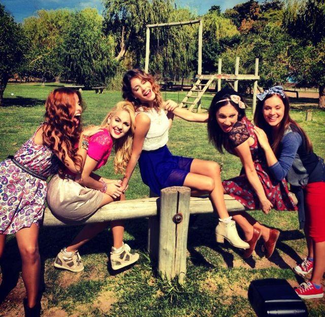 Le ragazze della serie Violetta 2