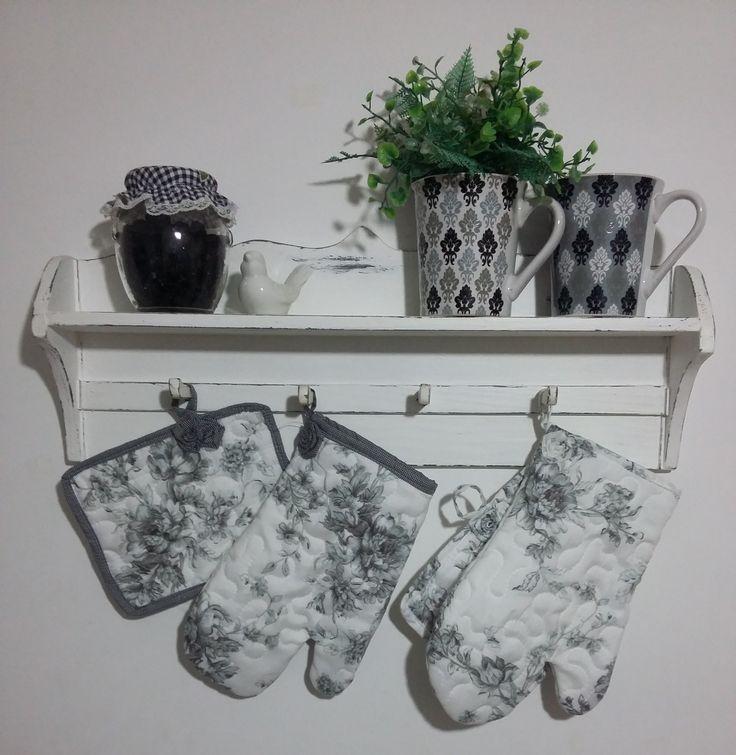 Acessórios para cozinha preto&branco.  Shabby Chic  Kitchen accessories black&white. #frufrudecoracaoartesanal #frufru