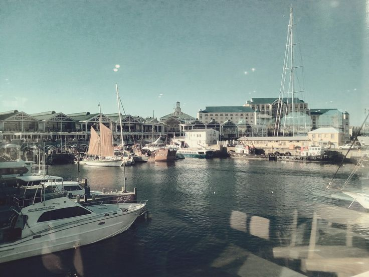 Boats, lovely weather,  beautiful  backdrop. The V&A Waterfront.