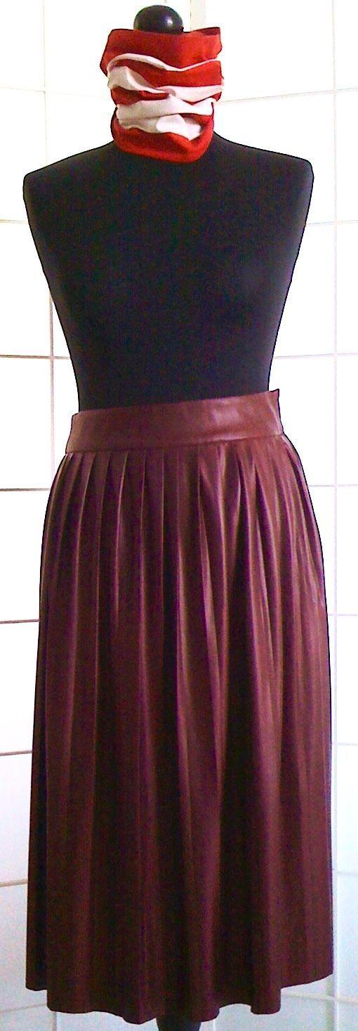 DAMEN-FALTENROCK, burgunderrot,Gr.M,leicht glänzender Stoff wirkt wie Kunstleder in Kleidung & Accessoires, Damenmode, Röcke | eBay