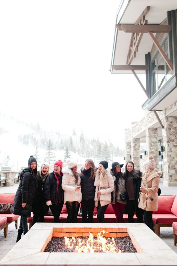 girls ski weekend for bachelorette party http://itgirlweddings.com/flannel-themed-bachelorette-party-weekend/