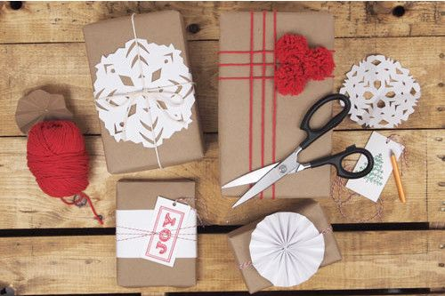 All the last minute holiday help you could want in one post. Printables to gift wrap ideas to last minute gifts.