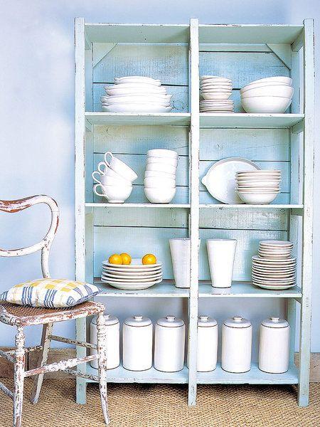 Mueble azul decapado recuperado y restaurado