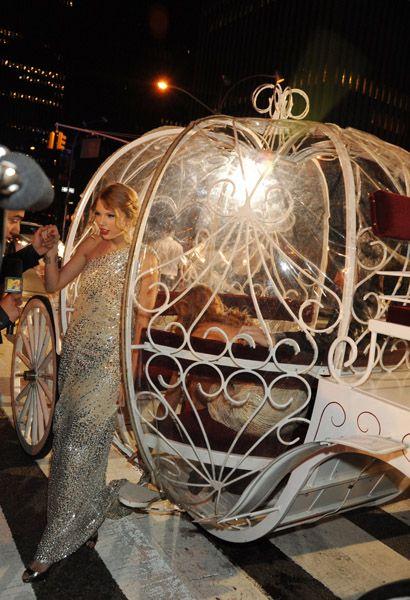 Cinderella... I mean TAYLOR SWIFT!!! - 2009 MTV Video Music Awards - Radio City Music Hall - New York City, New York - September 13, 2009.