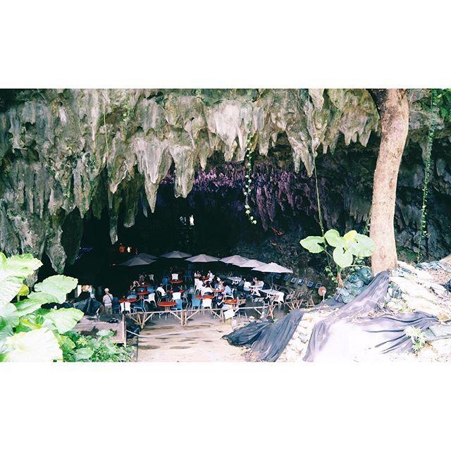 【erk1223_17】さんのInstagramをピンしています。 《行ってみたかった洞窟の中にあるカフェにも行けました♪♪♪ 沖縄まだまだ魅力なカフェがたくさんあるーーー もうひとつつ行きたかったハンモックカフェ#亜熱帯茶屋 は次回の旅に残しておきます!(忘れないようにメモ) @ #ケイブカフェ #CAVECAFE * * #沖縄 #ガンガラーの谷 #35coffee #洞窟カフェ #沖縄カフェ #大人の夏休み #夏休み #沖縄旅行 #夏 #思い出 #青い #海 #綺麗 #japan #okinawa #happy #love #summer #vacation #holiday #sea #beautiful #trip #followme #instagood #instalike #photooftheday》