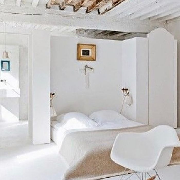 White serenity in a bedroom from @cote_salt