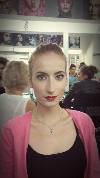 My make-up: Gel eye liner, red lips, clear and soft make-up. I love it!