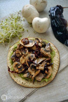 Champiñones al ajillo con tostadas y guacamole www.pizcadesabor.com