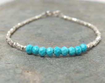 Artículos similares a Perlas de agua dulce de lealtad - brazalete de la amistad, acodar pulsera, pulsera de karma- en Etsy