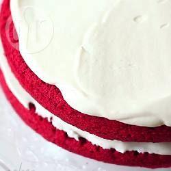 Cobertura de cream cheese para bolo @ allrecipes.com.br - Essa cobertura branca fica perfeita para usar no delicioso bolo red velvet. Se não achar queijo mascarpone, você pode fazer a receita com 500 g de cream cheese.
