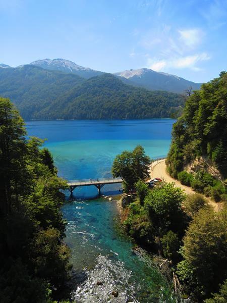 Puente Río Correntoso, #VillaLaAngostura, #Neuquen  #ArgentinaEsTuMundo #Patagonia #VeranoEnArgentina #tourism #travel #mountain  Más info en https://www.facebook.com/viajaportupais