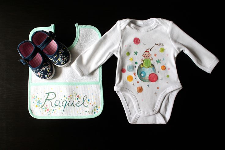 """Conjunto """"Raquel""""personalizado con el nombre: Body+babero+zapatillas. 52€"""