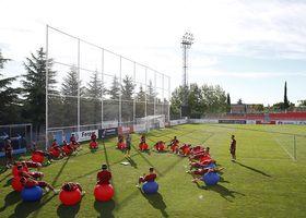 temporada 16/17. Entrenamiento en la ciudad deportiva Wanda. Jugadores realizando ejercicios físicos durante el entrenamiento