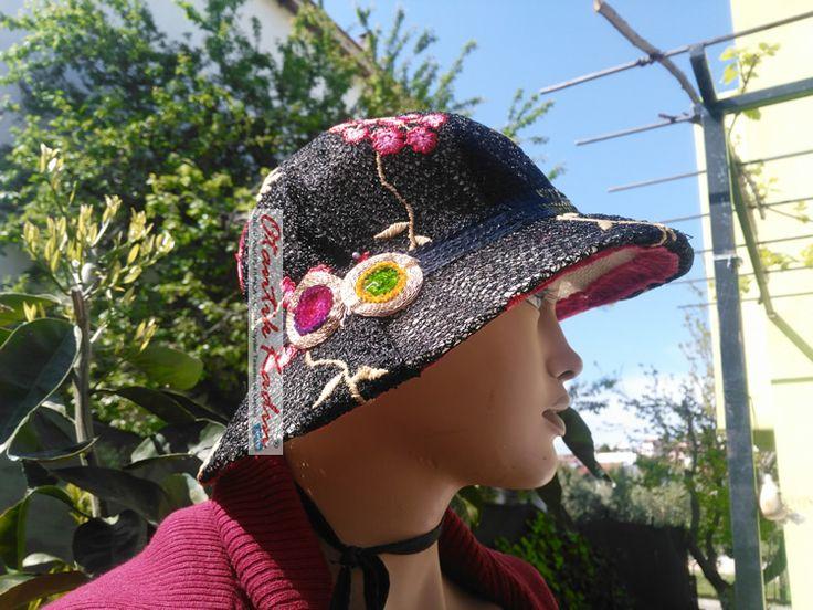 Kırmızı Pembe Çiçekli Siyah Yazlık Şapka -070417-2 | Otantik Kadın, Otantik Giysiler, Elbiseler,Bohem giyim, Etnik Giysiler, Kıyafetler, Pançolar, kışlık Şalvarlar, Şalvarlar,Etekler, Çantalar,şapka,Takılar