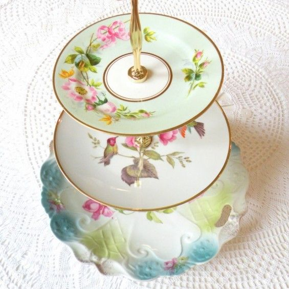 good way to use saucers that are missing tea cups.: Vintage Plates, Weddings Teas Party, Tiered Cakes Stands, Teas Cups, Cakes Plates, Cake Stands, Crafty Idea, Party Inspiration, Plates Cups