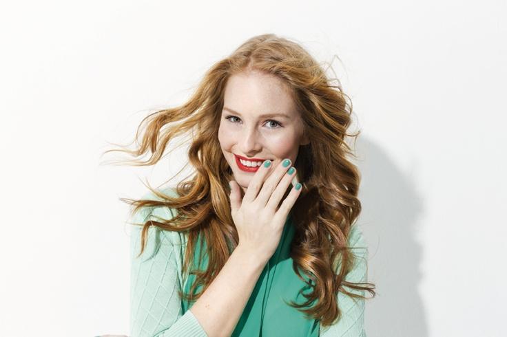 Een groene outfit mag je best combineren met groene nagels. Lekker opvallend!