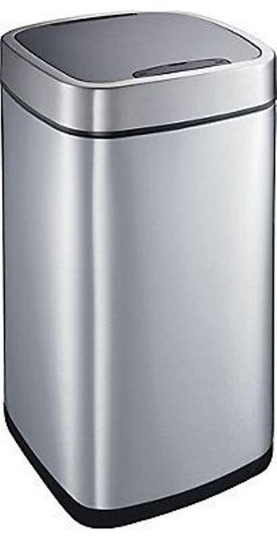 Poubelle à capteur infrarouge pour la cuisine, chez Home Dépôt. Une belle poubelle, ça se peut ? - par Tandem & co- Design intérieur en ligne