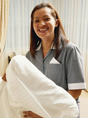 If you're staying at a hotel this summer, learn about 10 things your hotel housekeeper won't tell you! #tips #travel