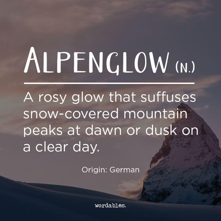 Es un resplandor rojizo que se puede ver en las cumbres de las montañas, pero también se utiliza para referirse a la luz específica de los Alpes, donde las nevadas alturas reflejan la luz del sol de una manera inusual al amanecer y al atardecer.