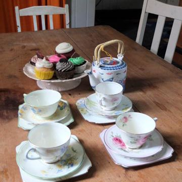 Afternoon tea and cupcakes on Easter Sunday. Omeo, Easter 2014.