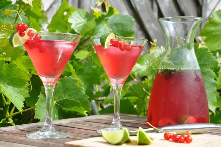 Vill du skippa alkoholhaltiga drinkar eller göra en alkoholhaltig drink som inte är så söt så kan detta vara något för dig att testa! Jag drack detta på midsommar och det var riktigt gott :) Ser de…