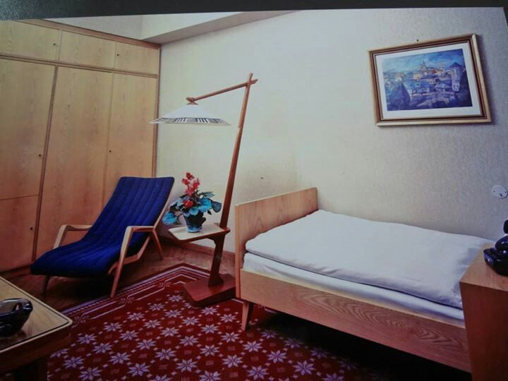 Historical picture of a guest room